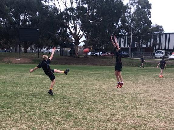 http://bentleighsc.vic.edu.au/uploaded_files/media/football_1_2.jpg