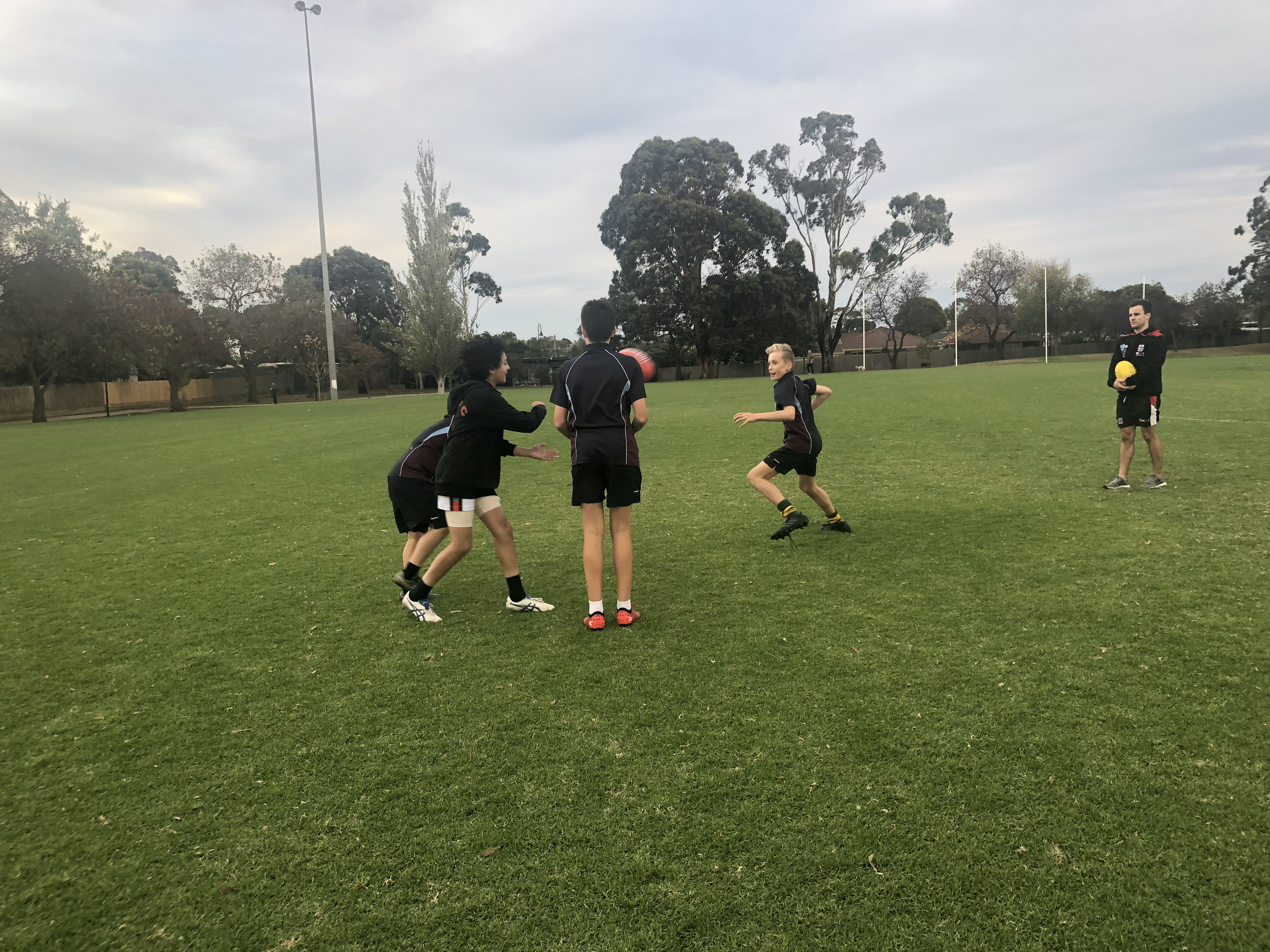 https://www.bentleighsc.vic.edu.au/uploaded_files/media/footy_in_action_2.jpg